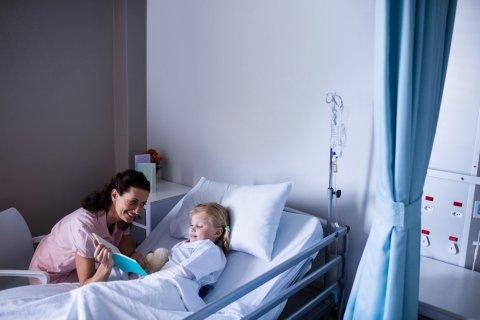 入院 病室 点滴 子供