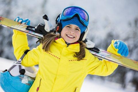 子供 キッズ 雪 雪遊び スキースキーウェア スノーゴーグル ニットキャップ スキー