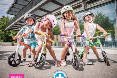 要出典 2歳 3歳 男の子 クリスマスプレゼント マイクロスクーター・ジャパン ジーバイク・ライト バランスバイク
