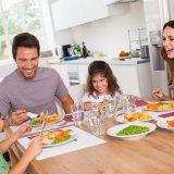 家族 テーブル 食費