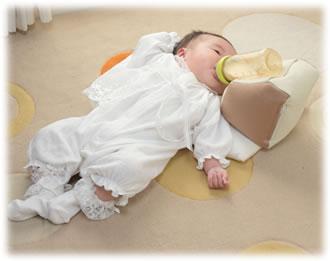 要出典 双子 出産準備 スマイルケアジャパン ハンズフリー授乳 NEWママ代行ミルク屋さん