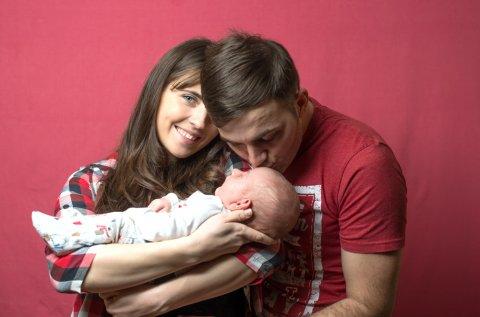 ママ パパ 赤ちゃん 新生児