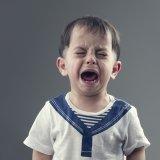 子供 泣く 男の子