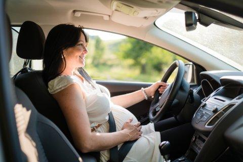 妊婦 臨月 車 運転 シートベルト ドライブ