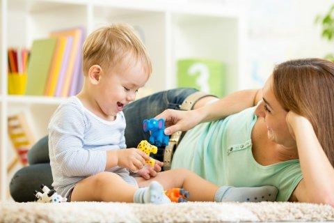 男の子 ママ 赤ちゃん 親子 笑顔