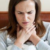 女性 のど 痛い 喉