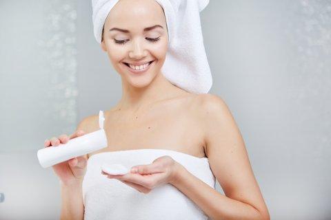 女性 シャワー お風呂 入浴 保湿