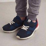 要出典 子供用運動靴