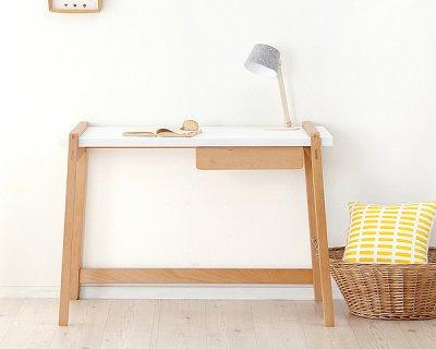 要出典 ドイツのデザイナーが設計した北欧テイストの学習机・学習デスクTORINOKO(とりのこ)