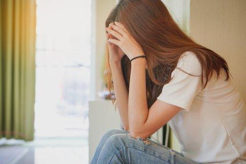 問題 トラブル 頭痛 女性