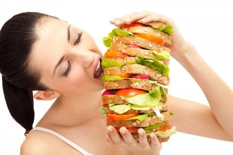 生理前に食欲旺盛に!食べ過ぎる...