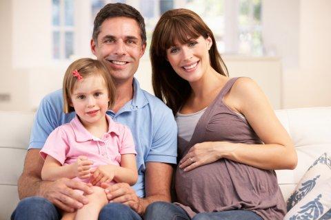 家族 女の子 パパ ママ 妊婦