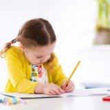 女の子 鉛筆