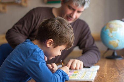 男の子 小学生 パパ 父親 親子 勉強