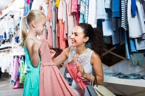 子供 買い物 ショッピング 洋服 女の子 選ぶ