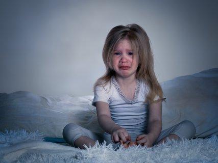 夜泣き 女の子