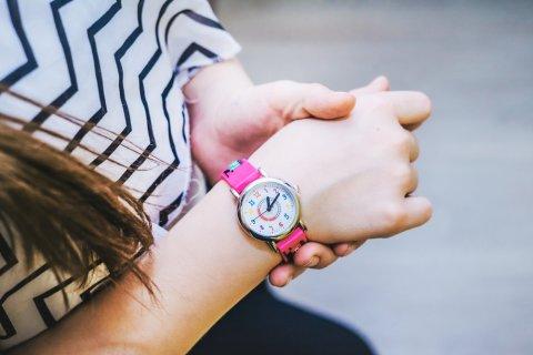 時計 腕時計 女の子 時間