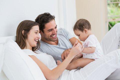 家族 親子 夫婦 赤ちゃん