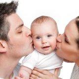 パパ ママ 赤ちゃん キス