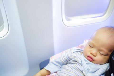 赤ちゃん 日本人 飛行機