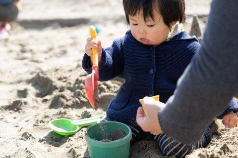子供 日本人 1歳 砂場