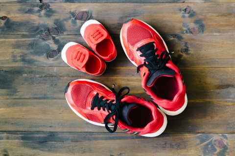 スニーカー 親子 赤 リンクコーデ 靴