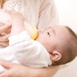赤ちゃん 哺乳瓶 授乳 ミルク
