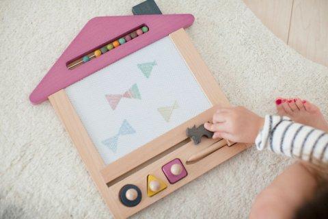 要出典 2歳 知育玩具 おえかきハウス お絵かきボード
