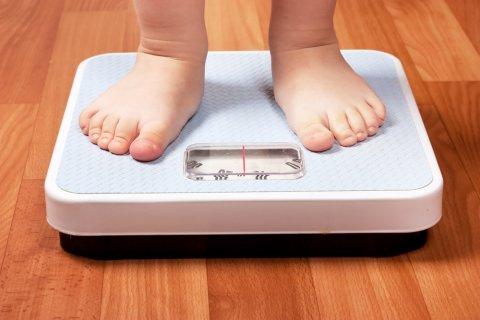 体重計 幼児 子供 足