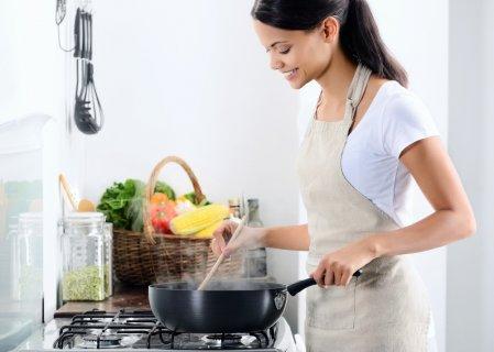 女性 料理 台所 キッチン エプロン お弁当