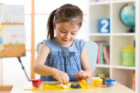 女の子 幼稚園 粘土