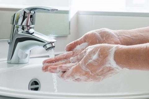 手を洗う様子