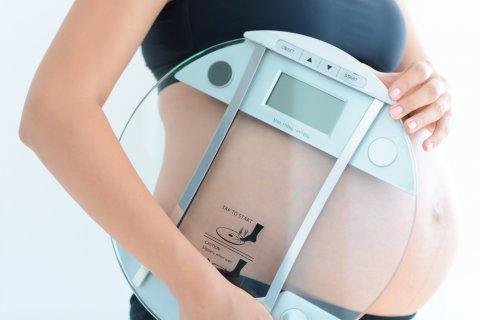 日本人 妊婦 体重計