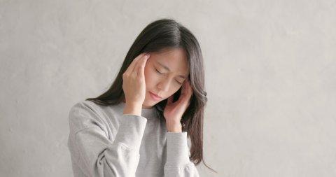 日本人 女性 頭痛