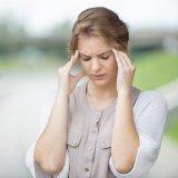 女性 めまい 頭痛