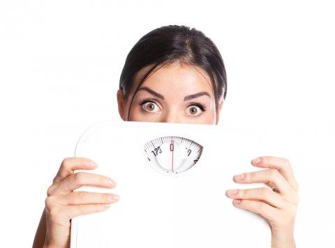 太る 体重計 女性 悩み
