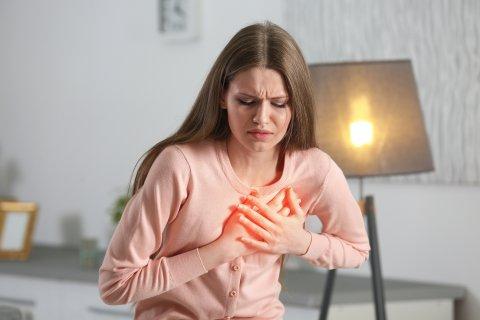 女性 動悸