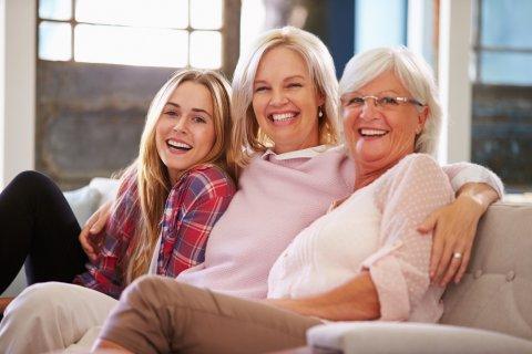 女性 親子 3世代