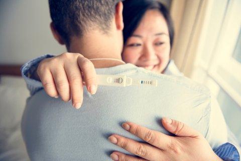 日本人 カップル 夫婦 妊娠検査薬