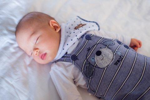 赤ちゃん 日本人 寝る 5ヶ月