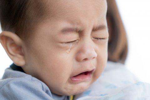 日本人 赤ちゃん 5ヶ月 泣く