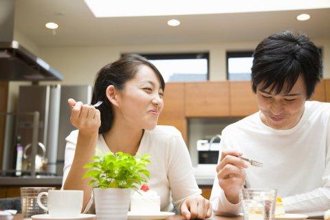日本人 カップル 夫婦 食事