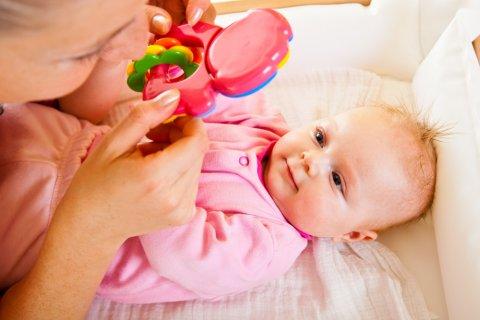 3ヶ月 ひとり遊び 赤ちゃん