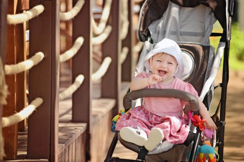 赤ちゃん ベビーカー バギー 笑顔