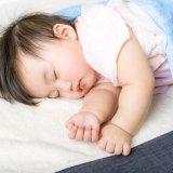 赤ちゃん 寝る タオルケット お昼寝(アイキャッチ)