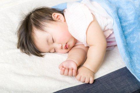 赤ちゃん 寝る タオルケット お昼寝