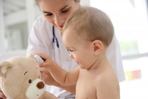 赤ちゃん 病院 医師 医者 診察 笑顔