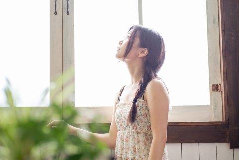 日本人 女性 窓 リラックス