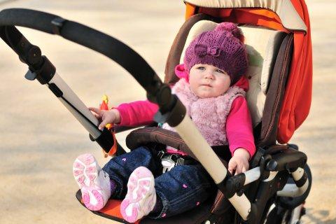 赤ちゃん ベビーカー 嫌がる 不機嫌 女の子