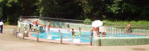 要出典 じゃぶじゃぶ池 東京 戸山公園